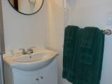 ucluelet-cottage-1br-bathroom