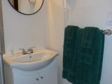 ucluelet-cottage-1br-bathroom