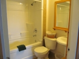 ucluelet-cottage-bathroom