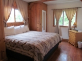 ucluelet-cottage-kingbed-cabin20