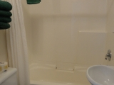 ucluelet-cottage-full-bathroom